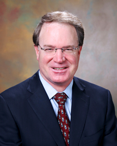Dr. Kevin Foley objašnjava proceduru mikro-endoskopske operacije kralježnice