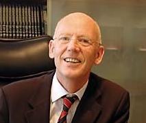 Dr. Thomas Hoogland objašnjava proceduru endoskopske operacije