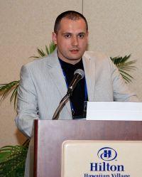 Dr. Robert Saftić objašnjava proceduru endoskopske operacije